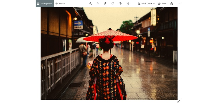 Some Microsoft Windows Photos app users report yellow tint issue & bad margin/border around images; former gets a workaround